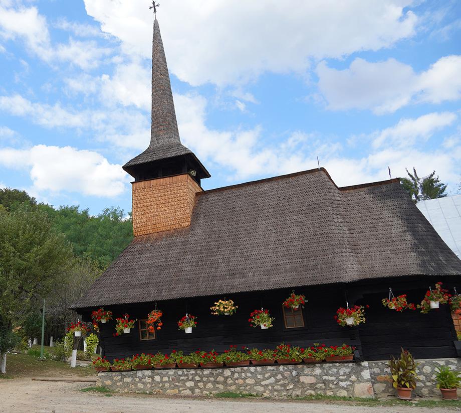 1. Biserica de lemn Mănăstirii Izbuc