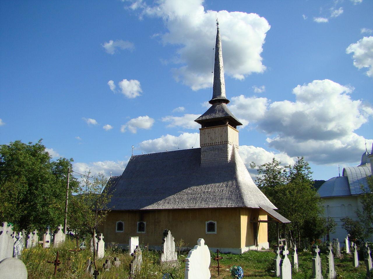 10. Biserica de lemn din Fânațe