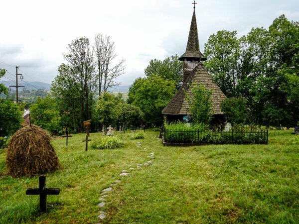 7. Biserica de lemn din Valea Crișului