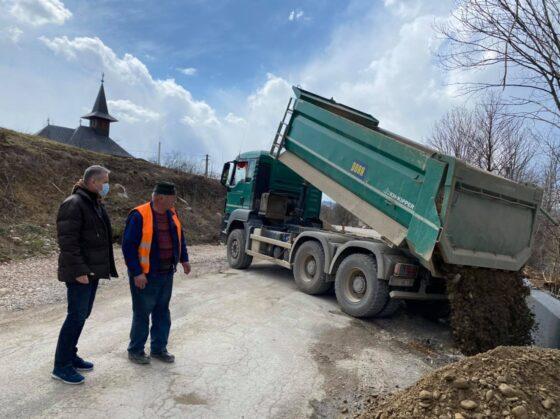 Lucrările la drumul județean dintre Aștileu și Roșia avansează într-un ritm bun